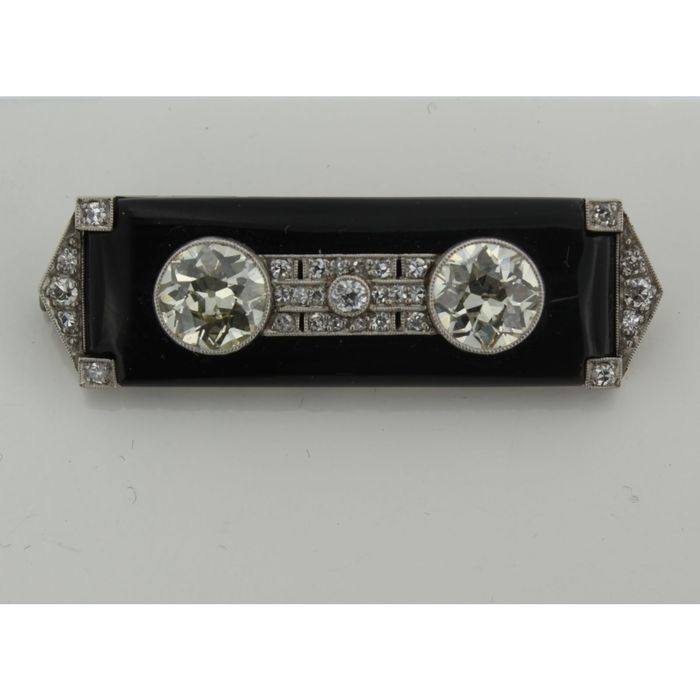 White gold Art Deco brooch from around 1920-1940, with two large old European cut diamonds, approx. 1.50 ct each, set on onyx