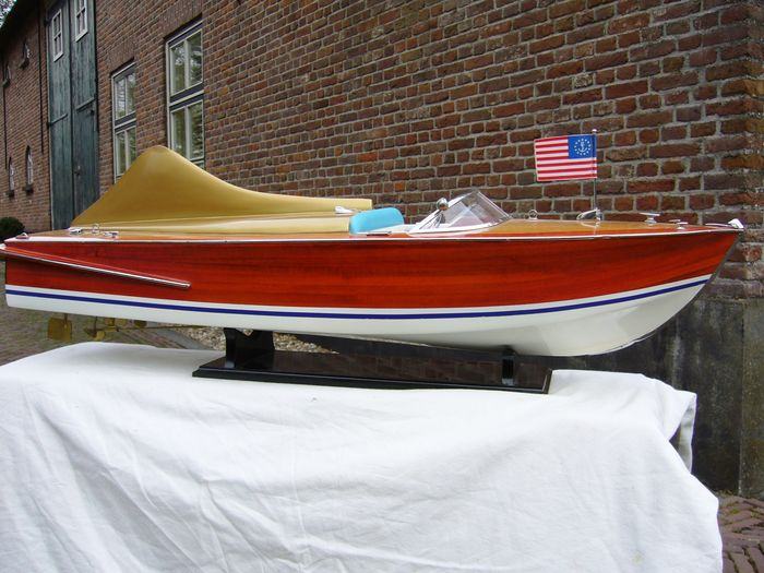 Chris Craft Cobra 1955 model (groot)