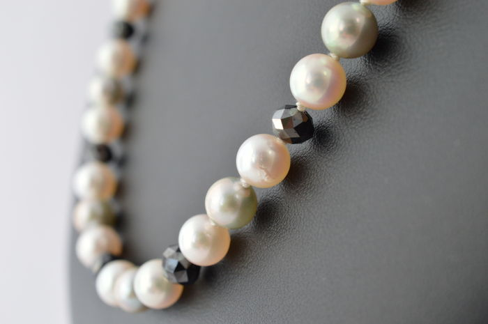 Pearl necklace with black diamonds and a white gold clasp