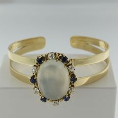 Gold 14 kt cuff with old European cut diamonds, sapphires and oval moonstone