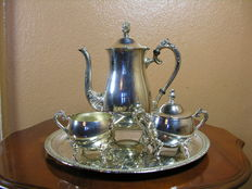 4-piece coffee service in metal with silver edition-