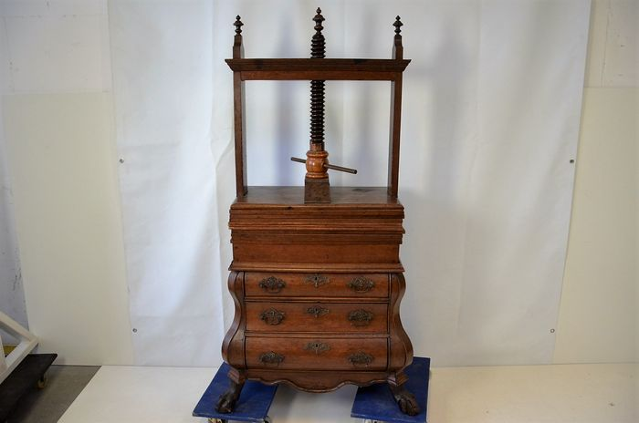 Oak Wooden Linen Press On Double Bended Bottom Cabinet   Holland   First  Half 18th Century