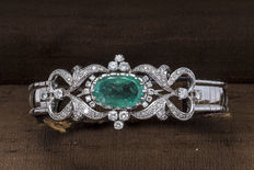 Gold bracelet with emerald and diamonds.