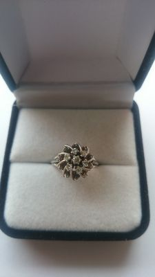 White gold flower ring decorated with diamonds