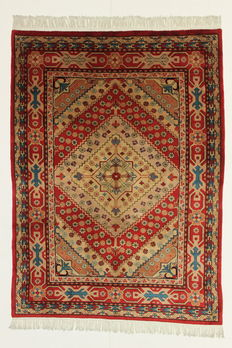 Gorgeous rug, Sinkiank, 20th, 240 x 170 cm, fine and silky wool