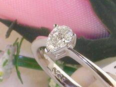 18k Goud Solitaire Ring with Pear-Shaped Diamond, total: 0.35 ct - size 53