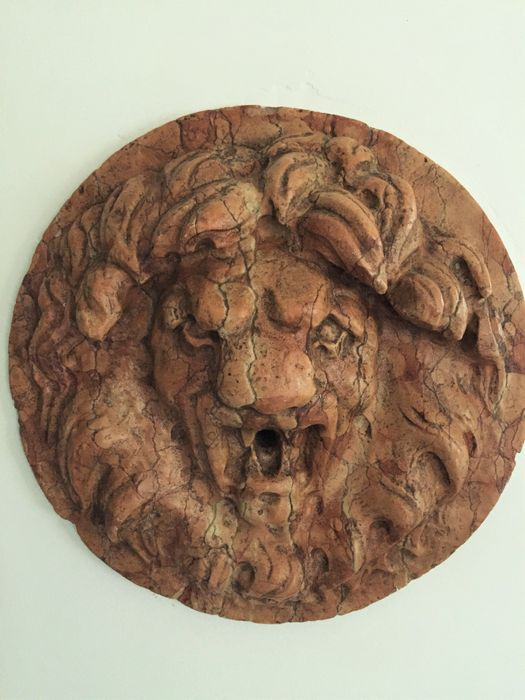 Fountain spitting mascaron in red marble from Italy - 20th/ 21st century