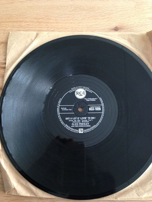 2 x 78 RPM records Don't be cruel/Hound Dog and Party/Got a