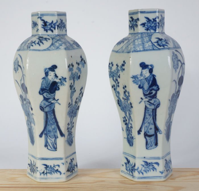 A Beautiful Set Of Antique Blue And White Chinese Porcelain Vases