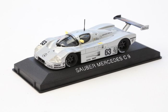 Mercedes Museum/Max Models - Scale 1/43 - Lot with 2 x Mercedes-Benz