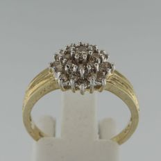 14 kt bi-colour gold rosette ring with brilliant cut diamond, ring size 17.5 (55)