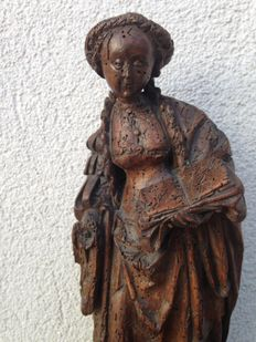 Beautiful wooden figure of a woman with a book - Mechelen, Belgium - ca 1520