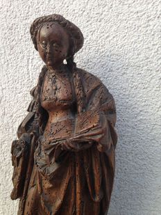 Museum-quality wooden figure of a woman with a book - likely Mechelen, Belgium - ca. 1520
