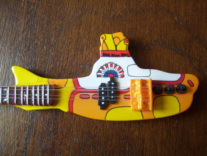 how to play yellow submarine on guitar
