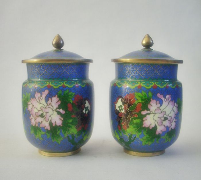 2 Cloisonne jars with lid - China - Second half 20th century