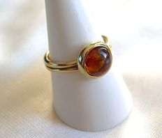 14 kt gold ring with amber – size 56