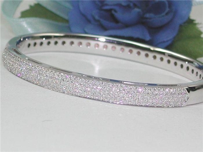 Bangle and 18 kt gold set with diamond – 5.00 ct in total, F/VS1