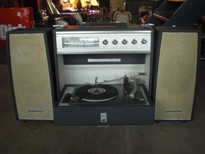 NATIONAL  PORTABLE RECORD PLAYER. - Super Phonic Stereo SG 825 - Stereo set