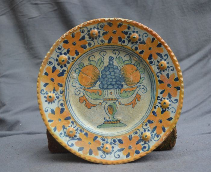 Rare dutch majolica plate with a fruit decor catawiki for Decor traduction