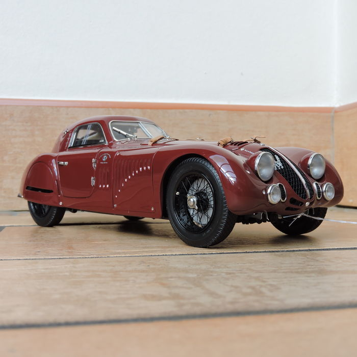 CMC - 1/18 scale -  Alfa Romeo 8C 2900B Special Touring Coupe 1938
