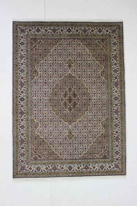 TABRIZ carpet, India, 20th century, 246 x 179 cm, knotted by hand