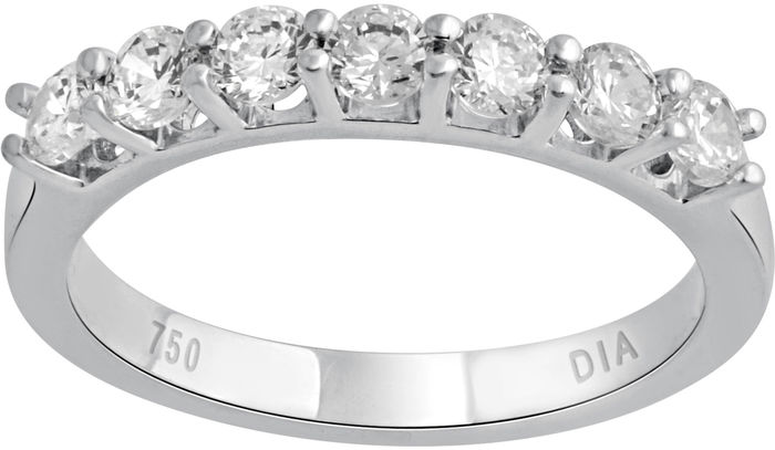18kt White gold ring with round brilliant cut diamonds, 0.75ct total diamond weight.