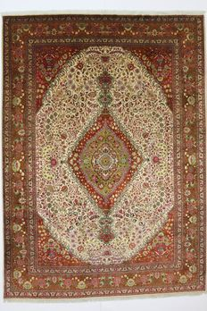 Exceptional, majestic Persian TABRIZ carpet, Iran, 20th century, 340 x 248 cm.