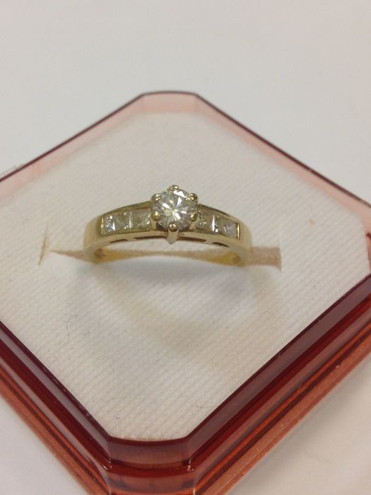 Golden ladies ring with brilliant and baguette cut diamonds 0.55 ct.