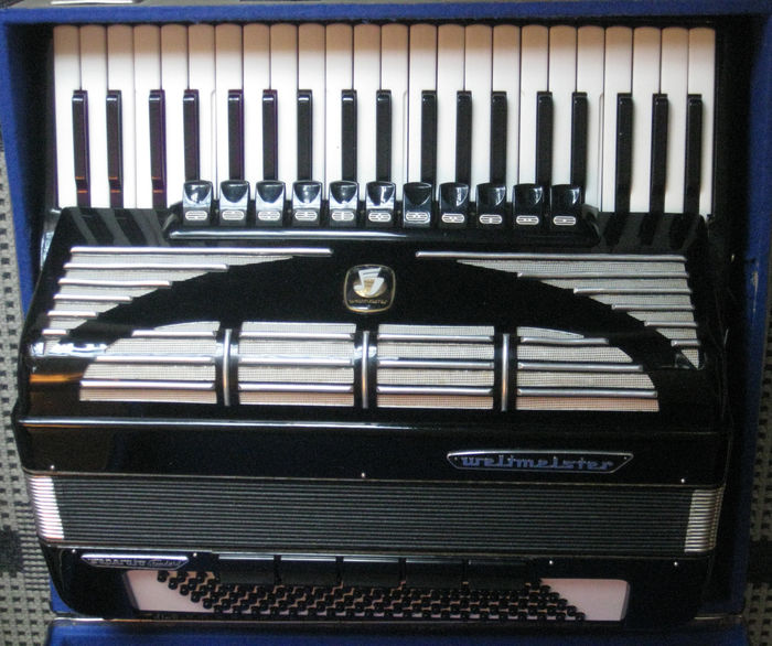 Accordion Weltmeister Seperato Standard (including case)