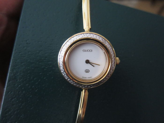 5d8c8c291b6 GUCCI Model 1100-L -- Ladies  Wristwatch -- 1990s - Catawiki