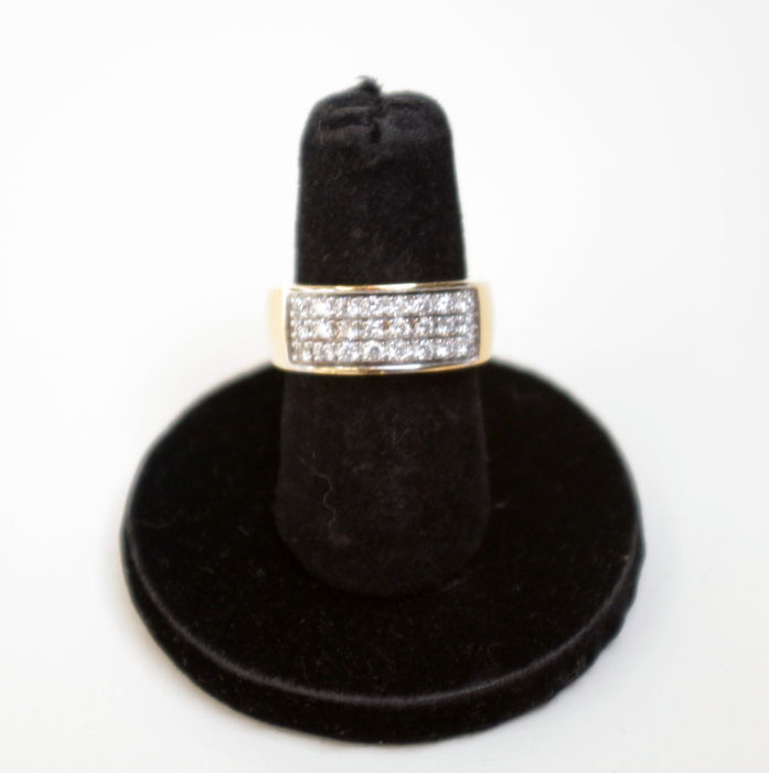 Yellow golden ring set with 0.60 ct. in diamonds