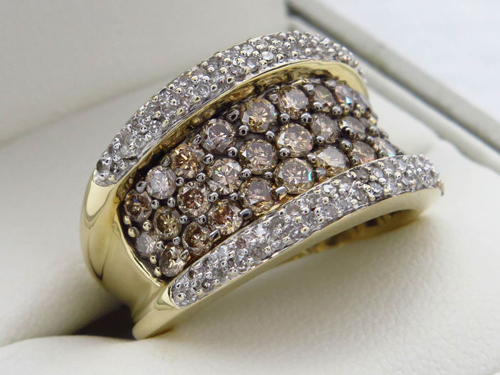 Golden pave ring set with diamonds - total 2.10 ct. - VS1/SI1