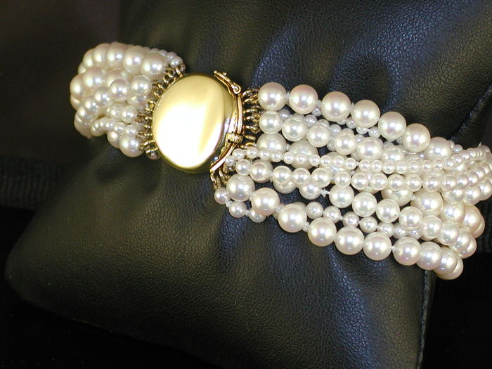 Tiffany & Co japanese akoya pearl bracelet