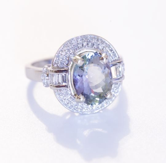 White gold cocktail ring set with Tanzanite and diamond - 3.71 ct in total