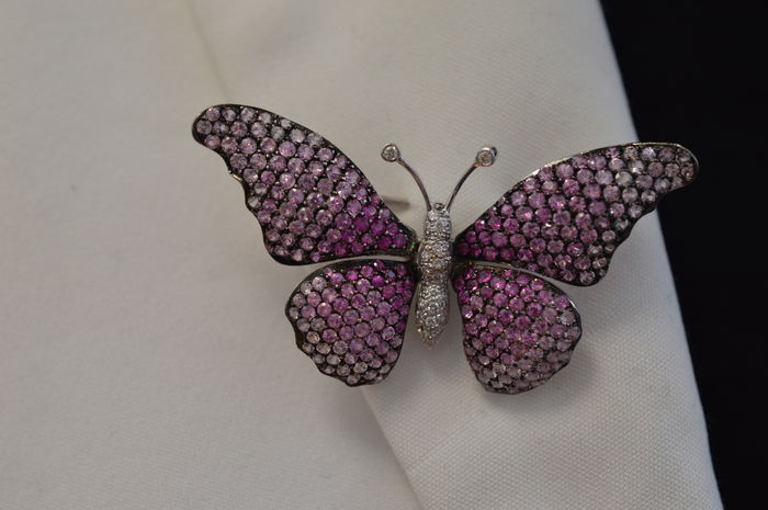 Butterfly brooch set with pink sapphire and diamonds - appr. 6.2 ct. total