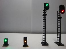 Light signals H0 - 16 pieces black metal light signals (4 different types)