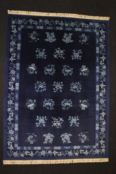 Large and beautiful CHINESE carpet, extra delicate, dark blue, signed, 20th century, 338 x 245 cm, hand-knotted, very silky wool.