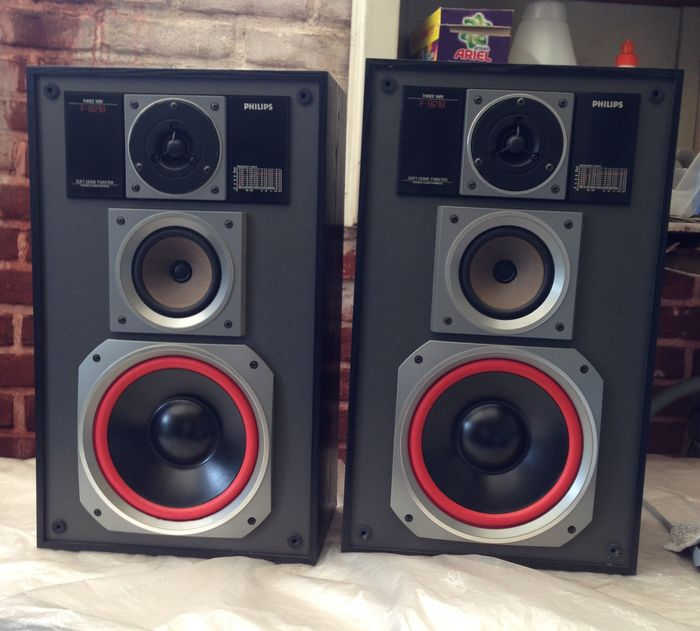 Philips HiFi 3-way loudspeaker-boxes, type F-9218L/50R equipped with Visaton speakers, mint condition!!