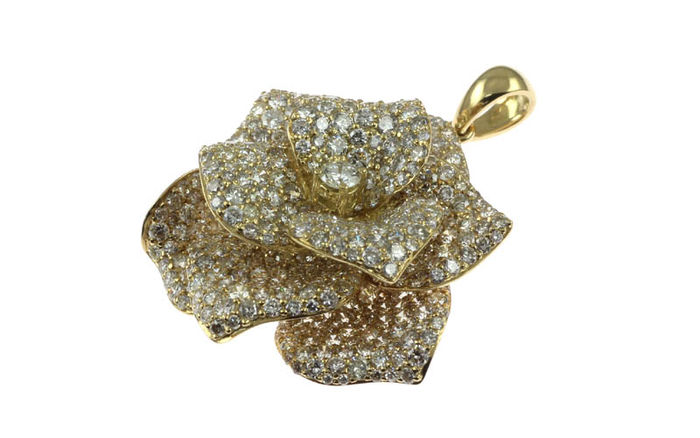 Pendant in 'rose' design in 18K yellow gold fully set with diamonds