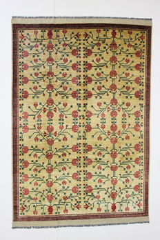 Gorgeous GHAZNI rug, Afghanistan, 20th, 295 x 209 cm, hand-spun wool, plant-based colours