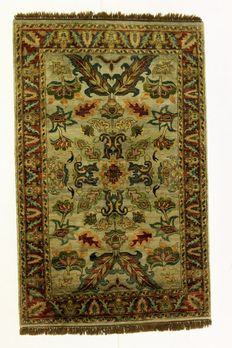 Very beautiful rug, AGRA India - 20th century, 185 x 117 cm, hand-knotted.