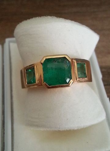18K golden ring with 3 emeralds