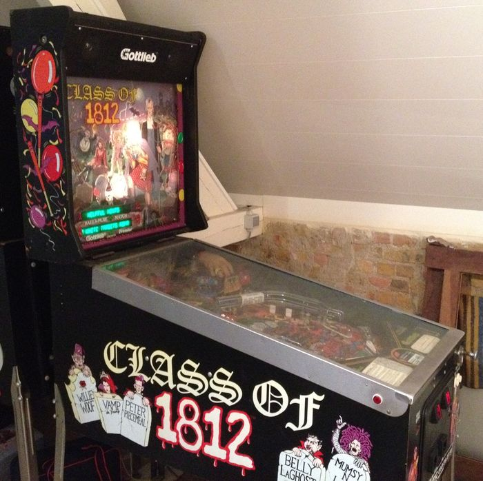 "Pinball machine ""Class of 1812"" - Gottlieb 1991"