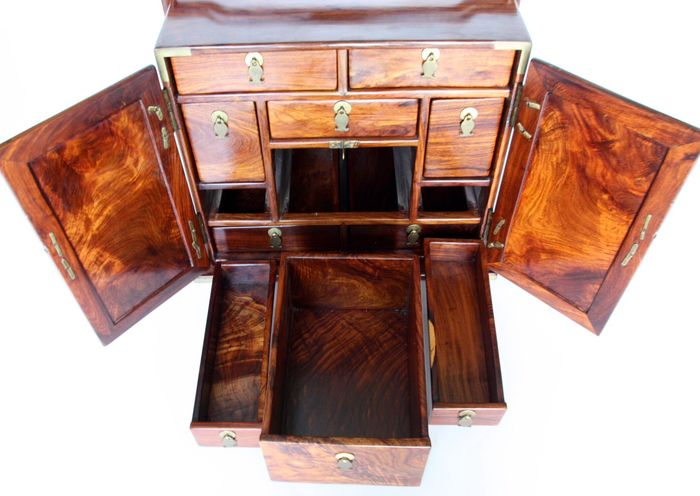 Merveilleux Antique Chinese Medicine Cabinet In Huang Huali   China   19th Century