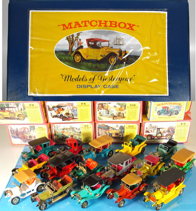 Matchbox - Misc. scales - Lot with 16 Models of Yesteryear, incl. Display Case, 60's