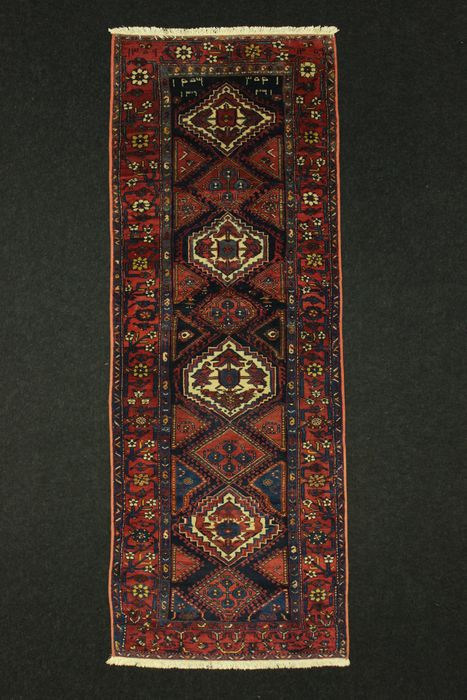 Lovely antique MALAYER carpet, Iran, dated, in excellent condition, 208 x 104 cm.