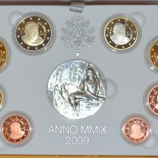 "Vatican – Year pack 2009 ""80 years of Vatican City"", including a silver medal"