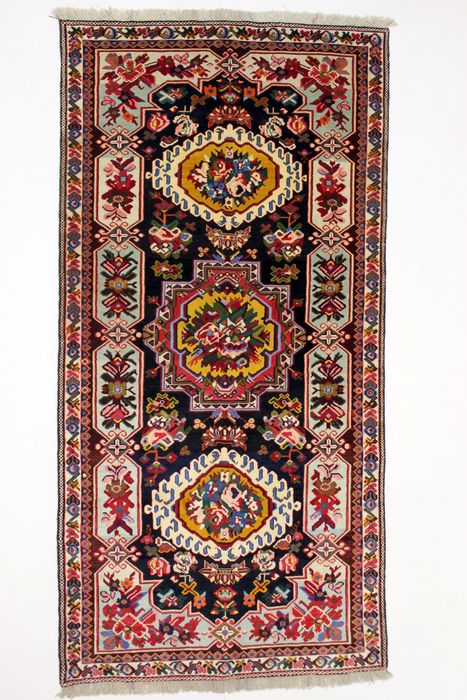 Rare BAKHTIAR SHALAMZAR carpet, Iran, wool on wool, semi-antique, 328 x 162 cm.