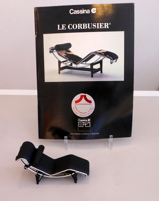 Literature: Catalogus Cassina Le Corbusier and miniature chaise ...