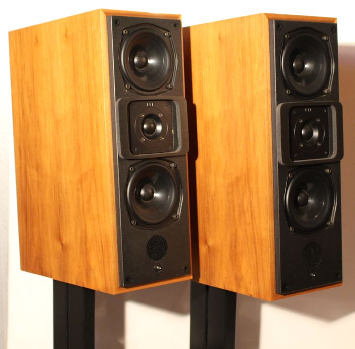 meridian m20 active high end speakers catawiki. Black Bedroom Furniture Sets. Home Design Ideas